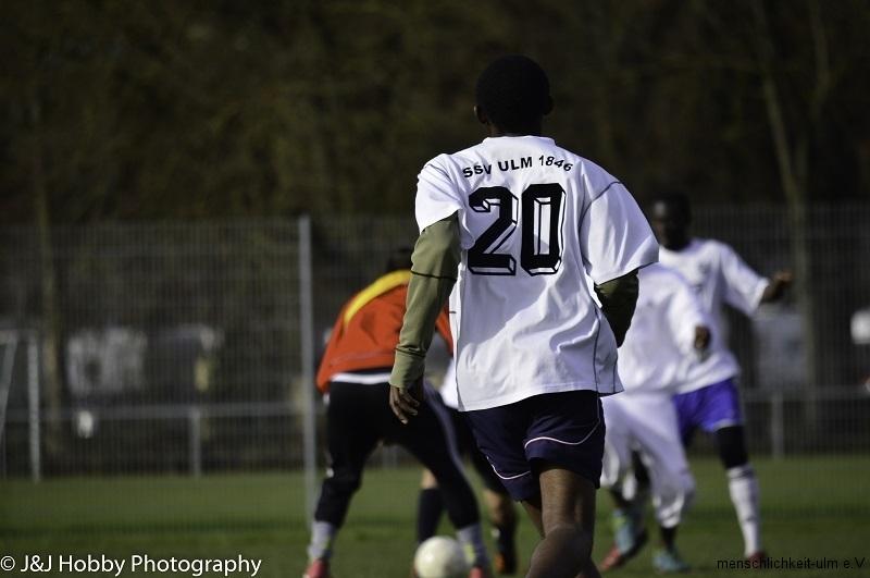 Menschlichkeit Fußball (17)-12
